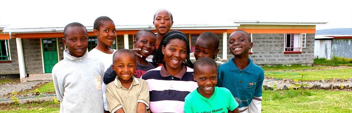 Miti Mingi Mama with family