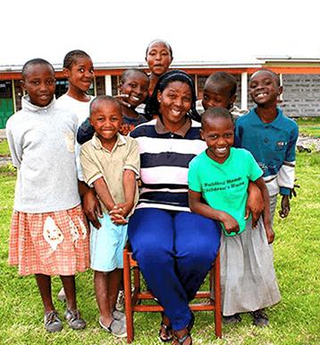 Miti Mingi Mama with family of children